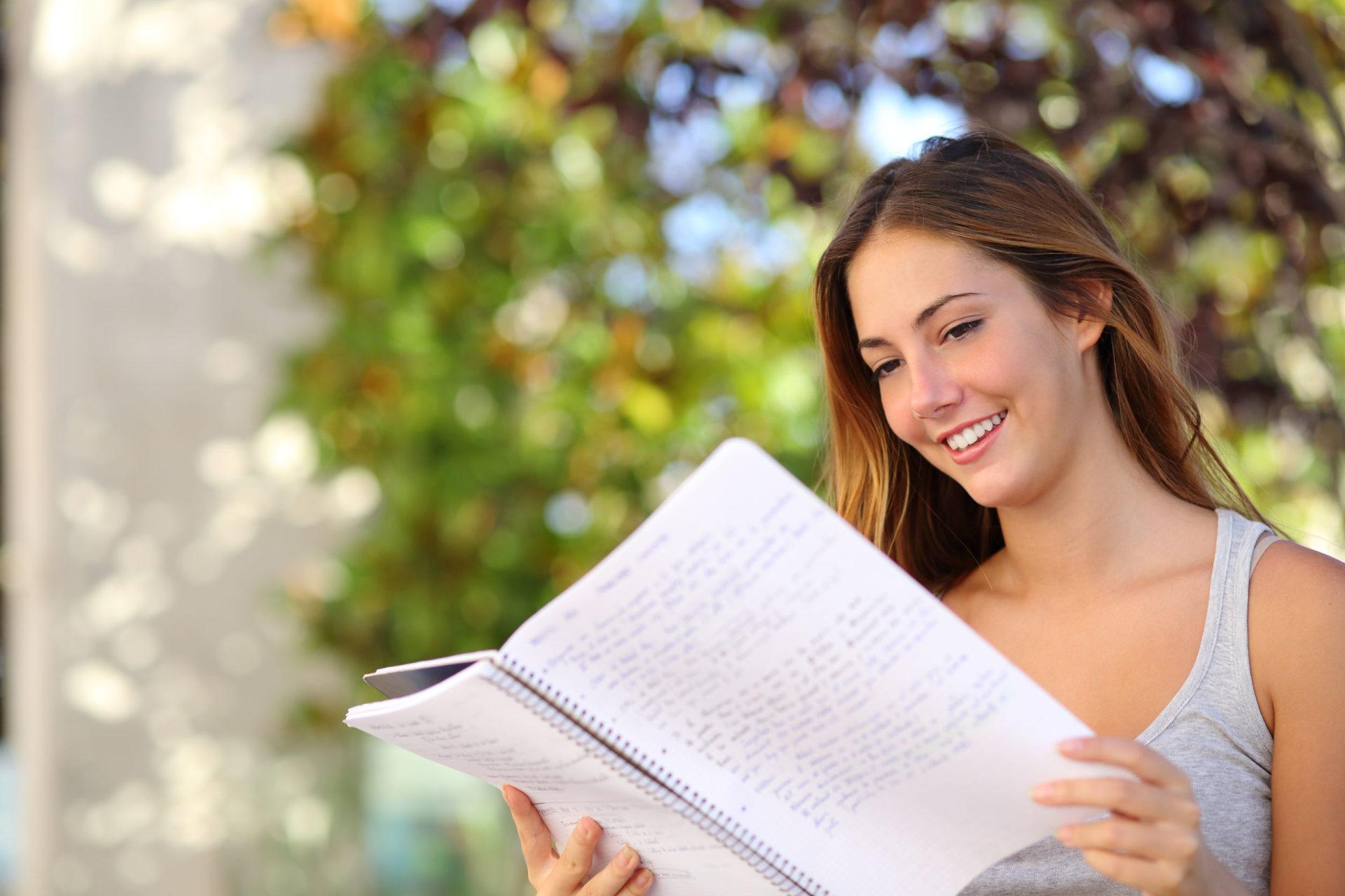 Cursos intensivos de inglés para conseguir el certificado APTIS este verano